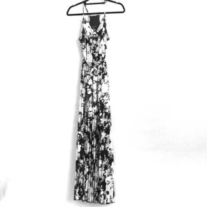 B.Darlin Black White Floral Pleated Dress 5/6